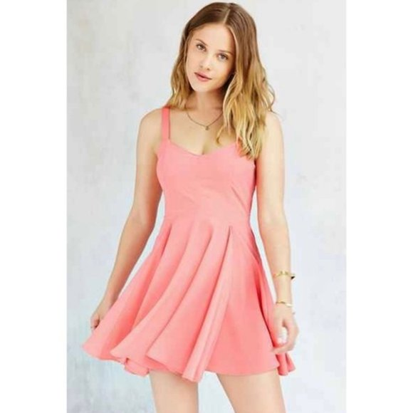 URBAN OUTFITTERS Margot Crepe Flowy Day Dress S